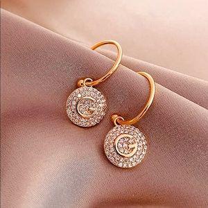 🌟NEW Gold toned G Rhinestone Earrings